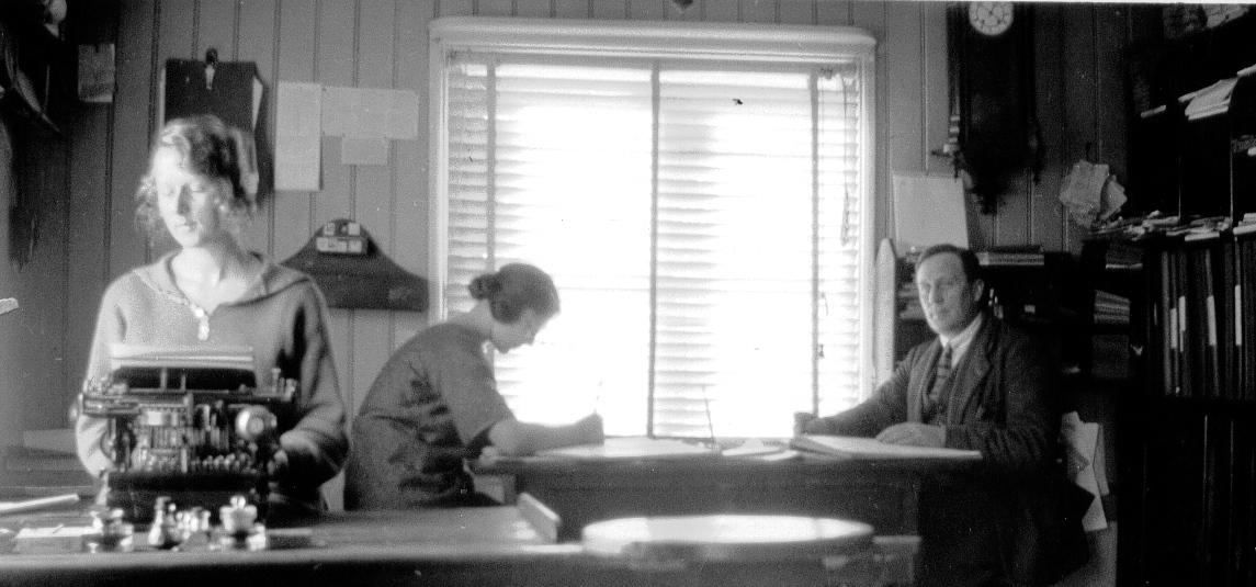 15 Kontoret på Herrgården - Edith Roos, Lisa Hållén och Donal