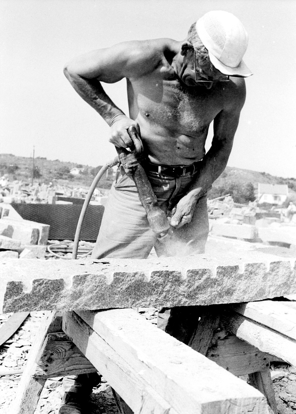 Foto Claes Funck 1963. Tryckluftsmejsel på kantsten.