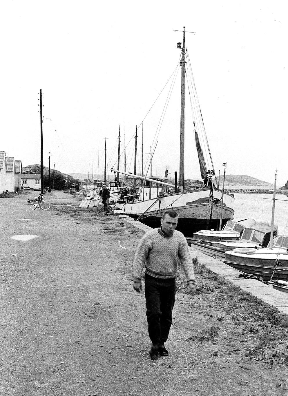 Foto Claes Funck 1963. Fiskehamn med båtar. Russvik - även kallad Skuthamn.