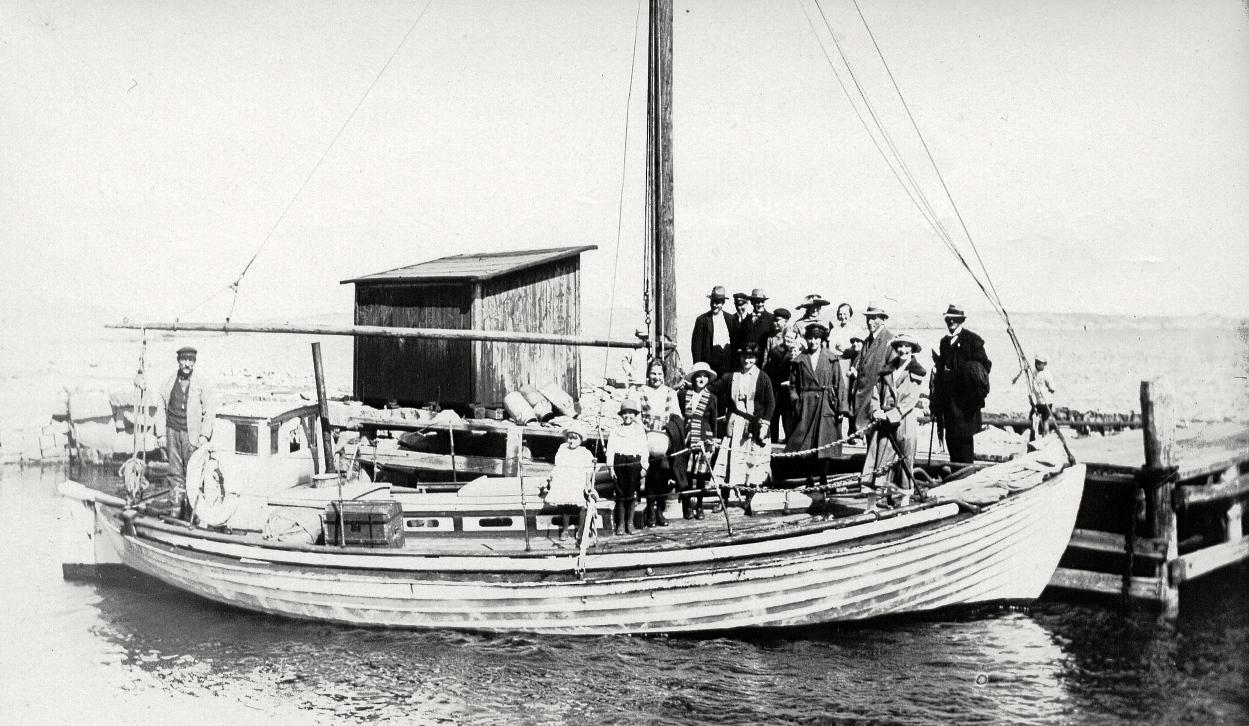 20 Neptun med skeppare Edvin Olsson. Hämtade avlöningarna frå