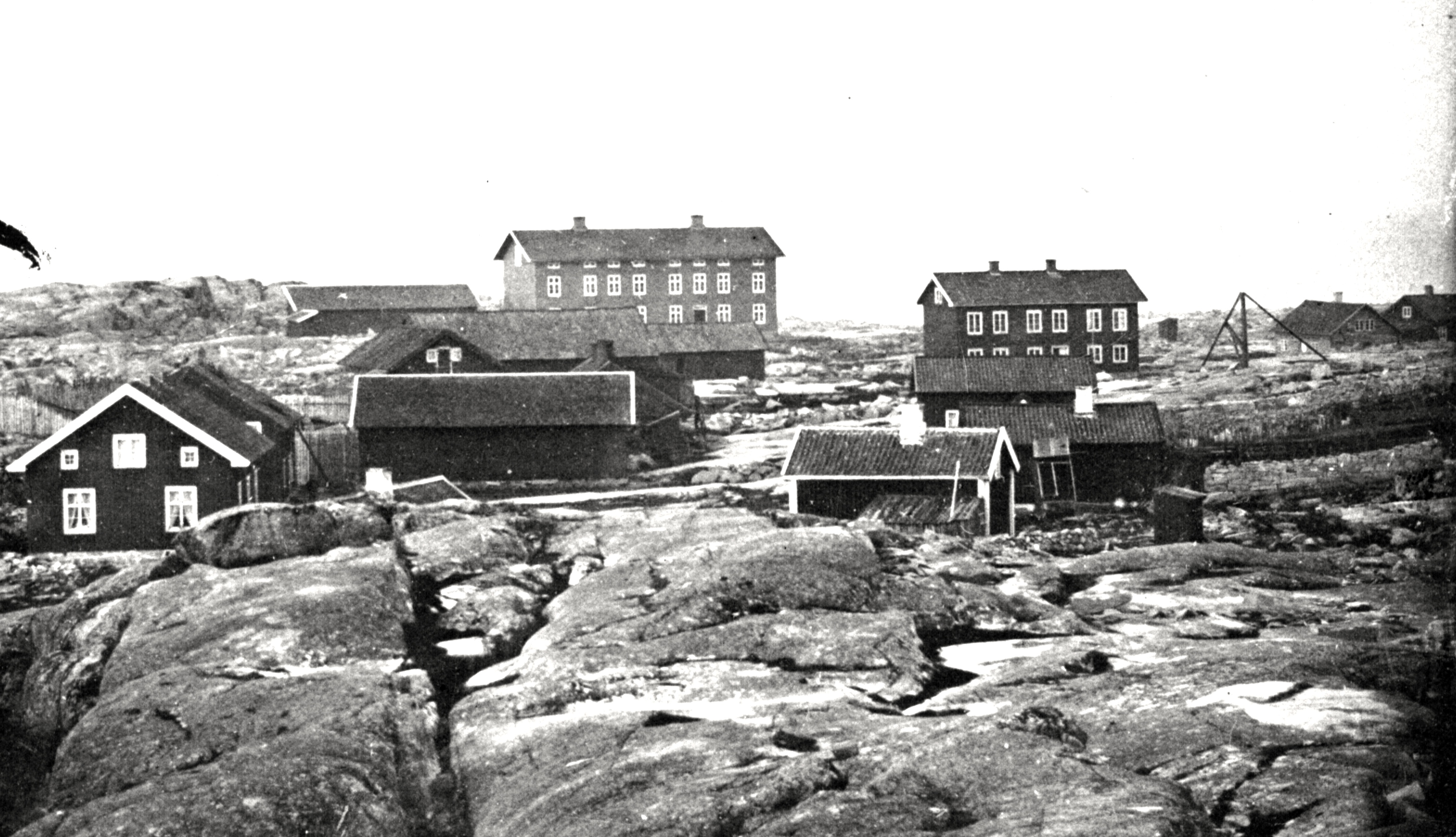 Draget 1875 - Panorama med Hus 15 i bakgrunden.
