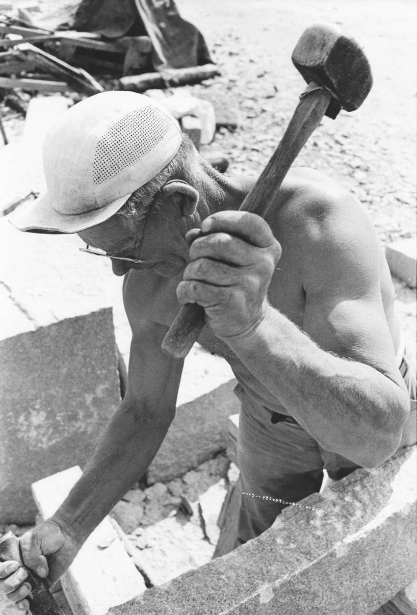 Foto Claes Funck 1963. Sätthuggning av kantsten.