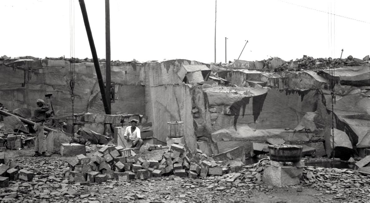 Ett litet tvåmansbrott med den typiska svängkranen. FotoDavid Almquist 1929