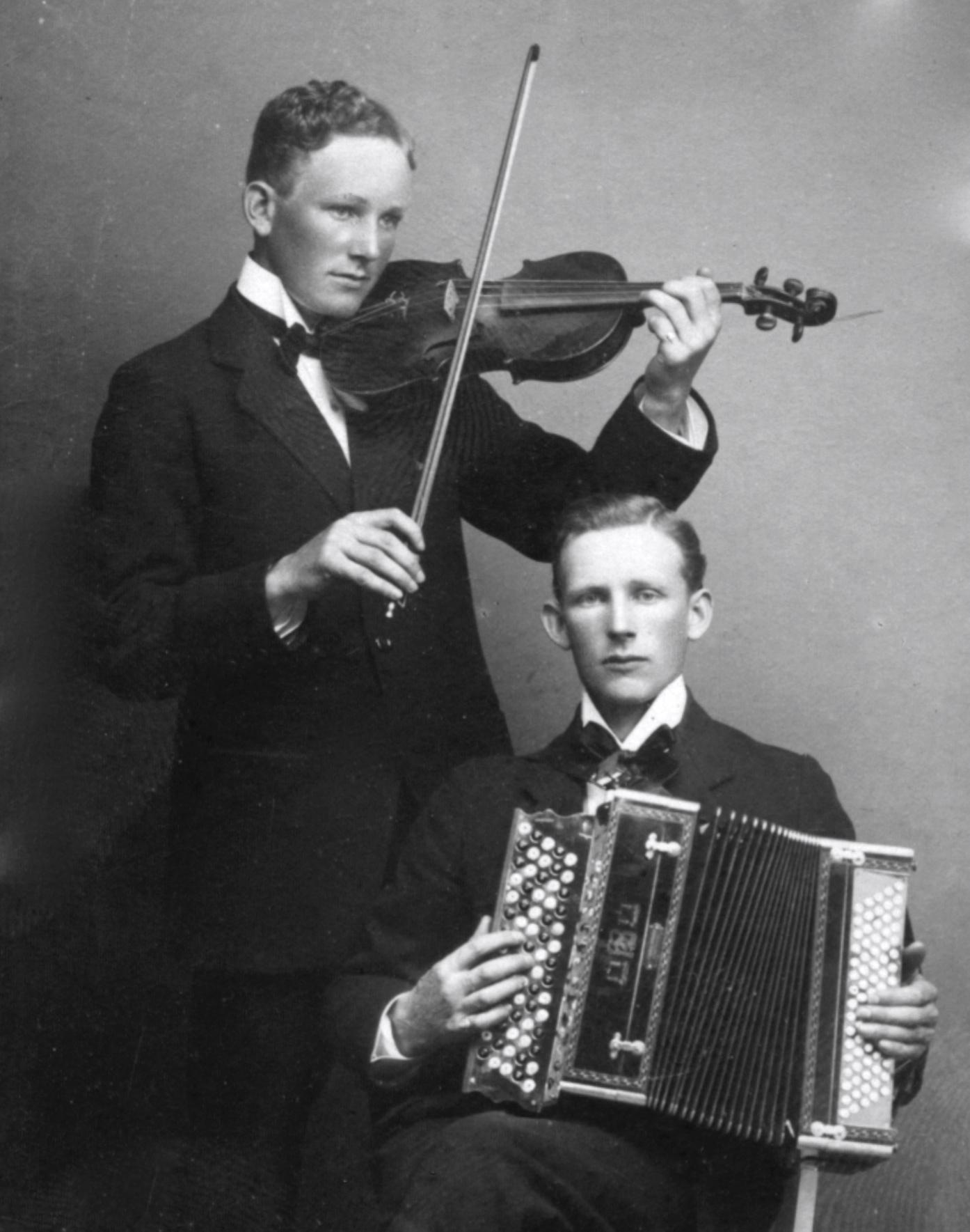 Fiol och dragspel - Gustav Roos och Einar Roos 1918