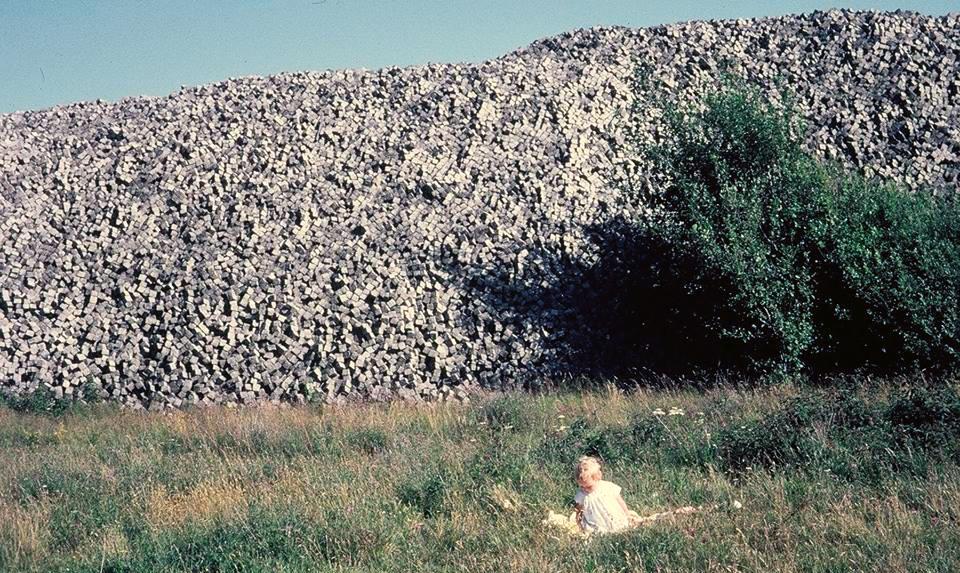Knottstenshögen i Dövik 1964. Fotograf Gunnar Almskog